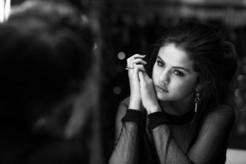 Selena01